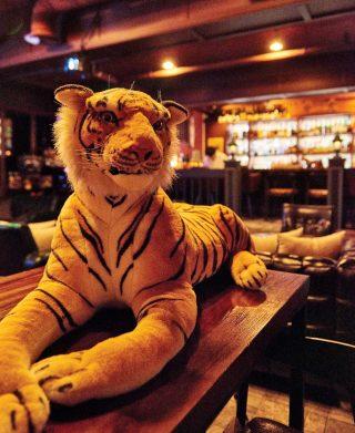 호야 대표의 별명이기도 한 호랑이는 바 곳곳에서 볼 수 있다.